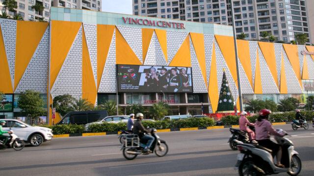 Màn hình LED tại Vincom Trần Duy Hưng - Copy